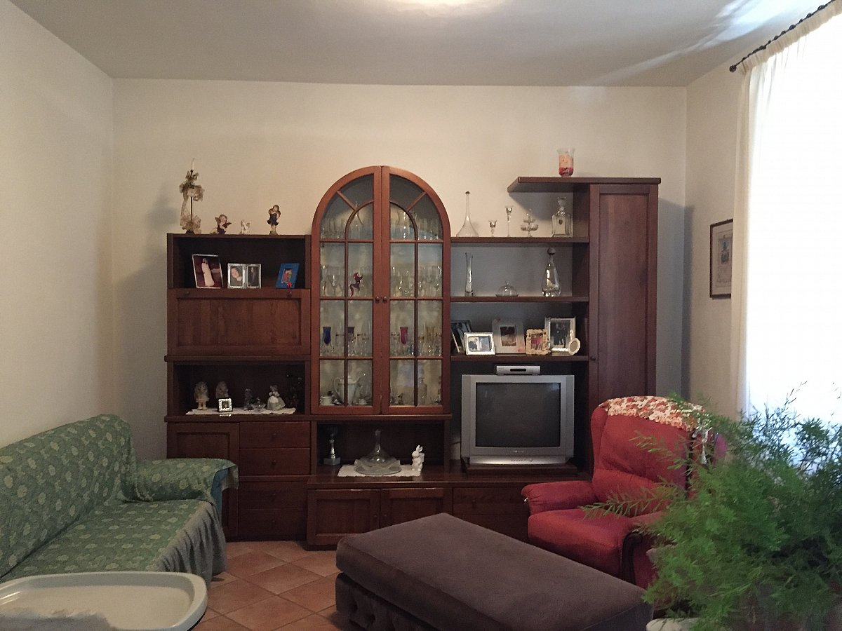 Terratetto angolare con giardino e deposito for Piani di garage con deposito soffitta